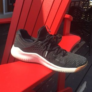 Men's Nike Free Runners